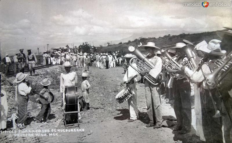 Fotos de Uruapan, Michoacán, México: TIPICOS FILARMONICOS Circa 1940