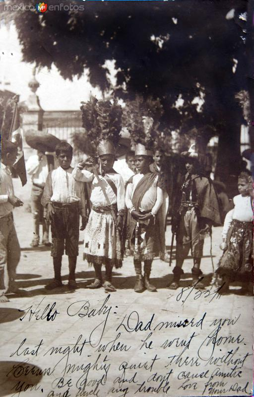 TIPOS MEXICANOS niños vestidos por algun festival circa 1911
