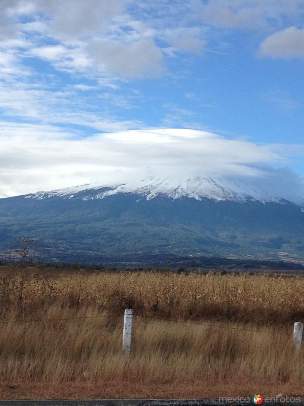 Volcán Popocatépetl cubierto por nubes. Enero/2015
