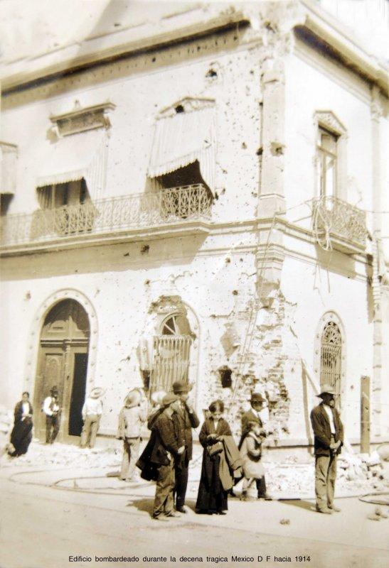 Edificio bombardeado durante la decena tragica Mexico D F hacia 1914