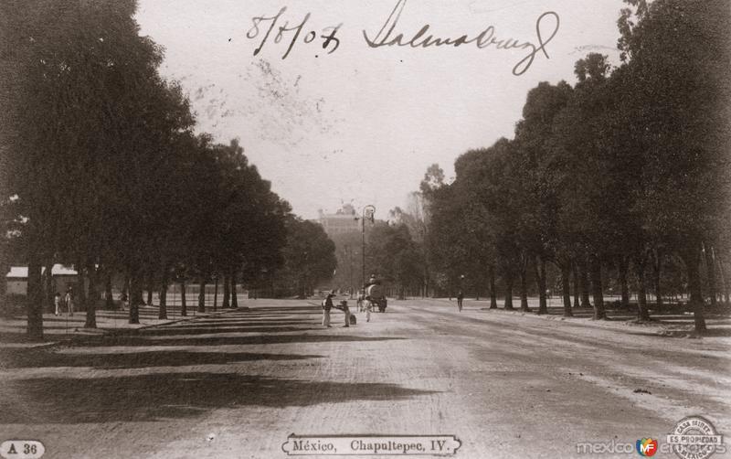 Paseo de la Reforma y entrada a Chapultepec