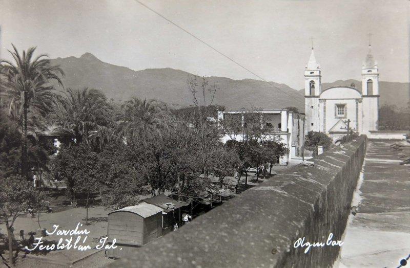 JARDIN E IGLESIA Circa 1930-1950