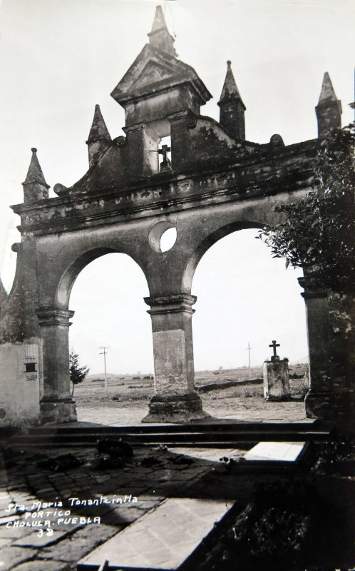PORTICO DE LA IGLESIA Hacia 1930-1950