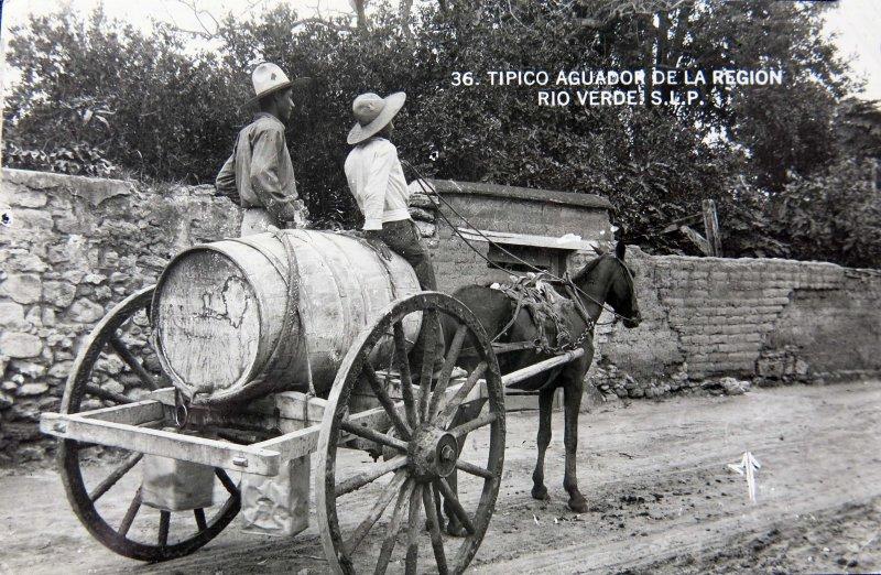 TIPICO AGUADOR DE LA REGION Hacia 1930-1950