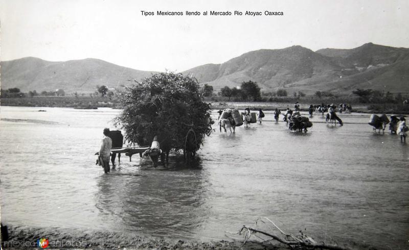 Tipos Mexicanos llendo al Mercado Rio Atoyac Oaxaca Circa 1930-1950