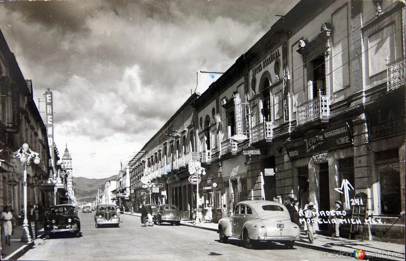 Fotos de Morelia, Michoacán, México: AVENIDA MADERO Circa 1930-1950