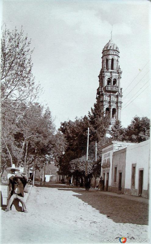 Calle e Iglesia de un Pueblo 1930-1950