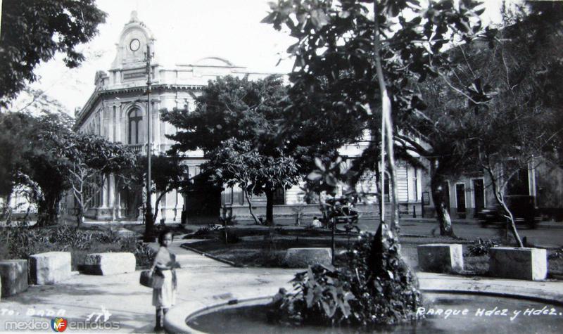 PARQUE HERNANDEZ Y HERNANDEZ circa 1930-1950