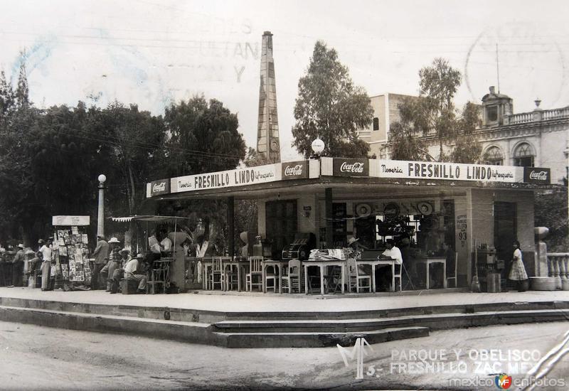 PARQUE Y OBELISCO Circa 1930-1950