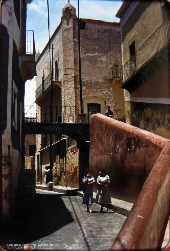 Una calle tipica de Guanajuato en 1956