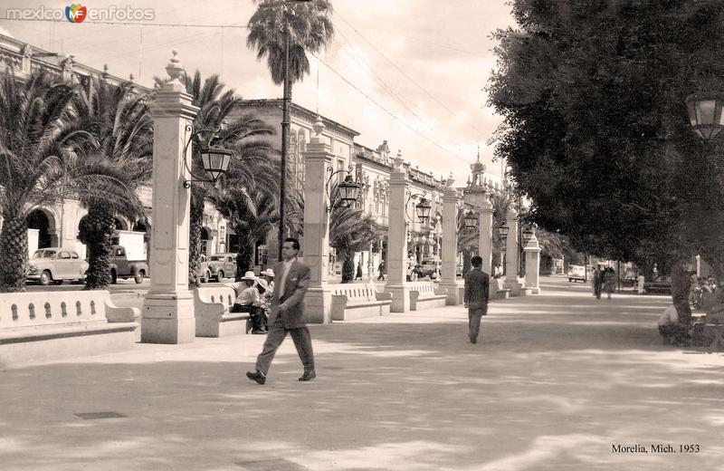 Morelia, plaza principal, 1953