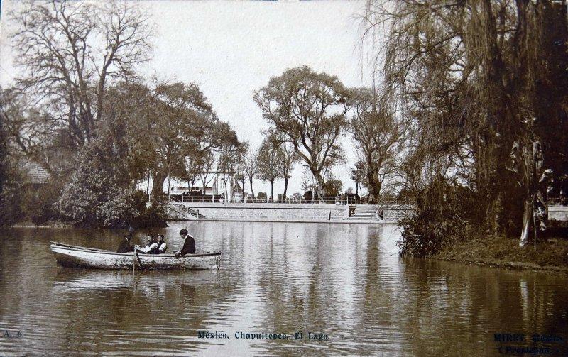 EL LAGO DE CHAPULTEPEC Por el fotografo FELIX MIRET Hacia 1900-1915