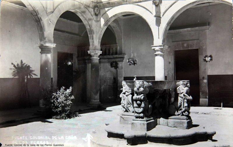 Fuente colonial de la casa de los Perros Queretaro circa 1930-1950