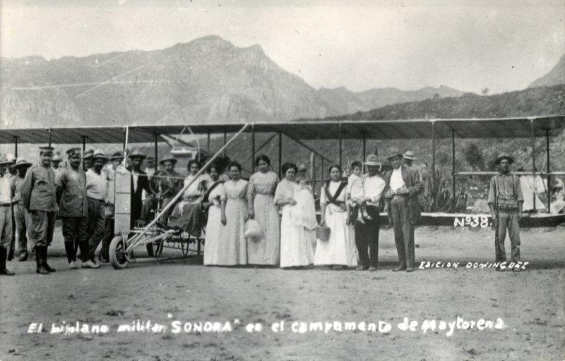 Biplano militar Sonora, en el campamento de Maytorena