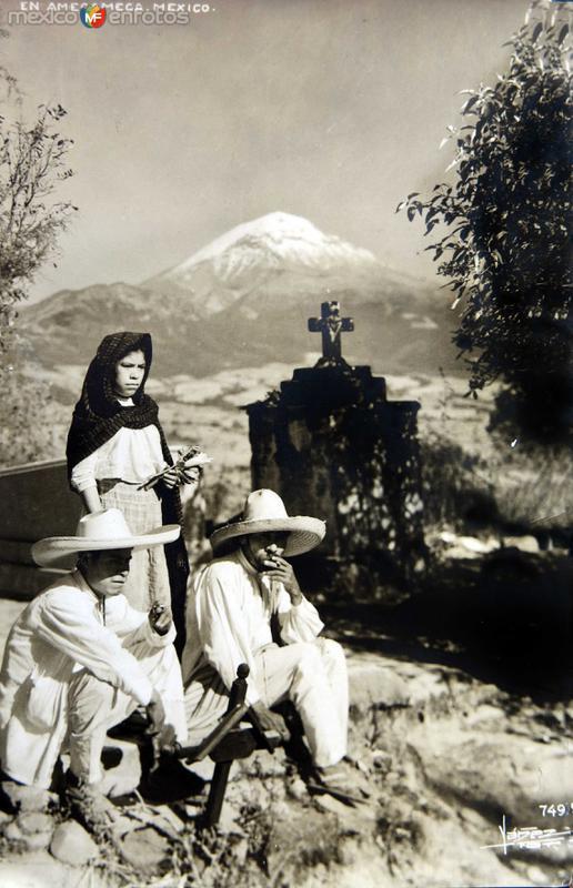 TIPOS MEXICANOS POSANDO PARA LA FOTO Circa 1930-1950