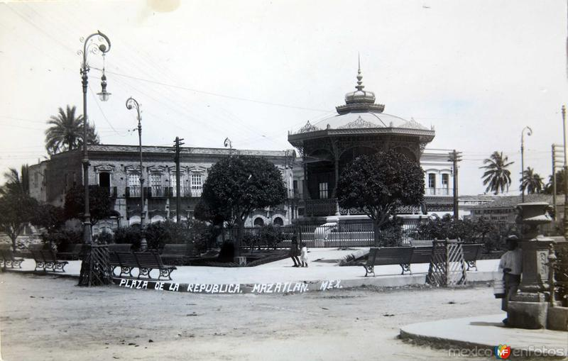 PLAZA DE LA REPUBLICA Circa 1900-1920