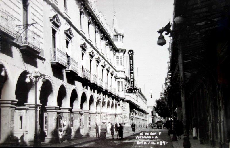Calle 16 de Septiembre y los portales hacia 1900-1930