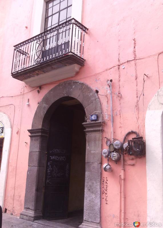 Puerta con arco en cantera, Centro Histórico. Enero/2016