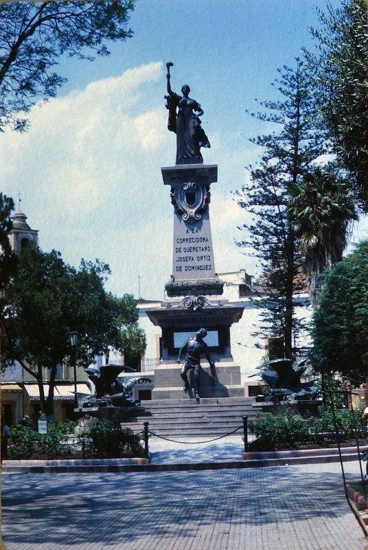 Monumento a La Corregidora de Queretaro Josefa Ortiz de Dominguez ( 1969 )
