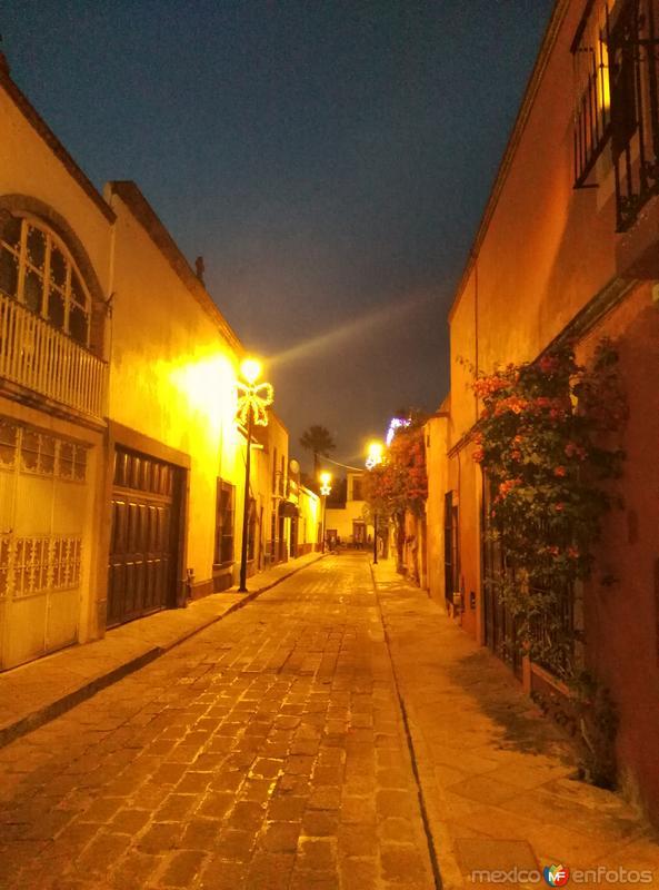 Calle Empedrada y Casas Coloniales