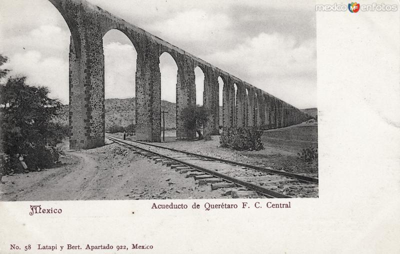 Acueducto de Querétaro y vías del Ferrocarril Central