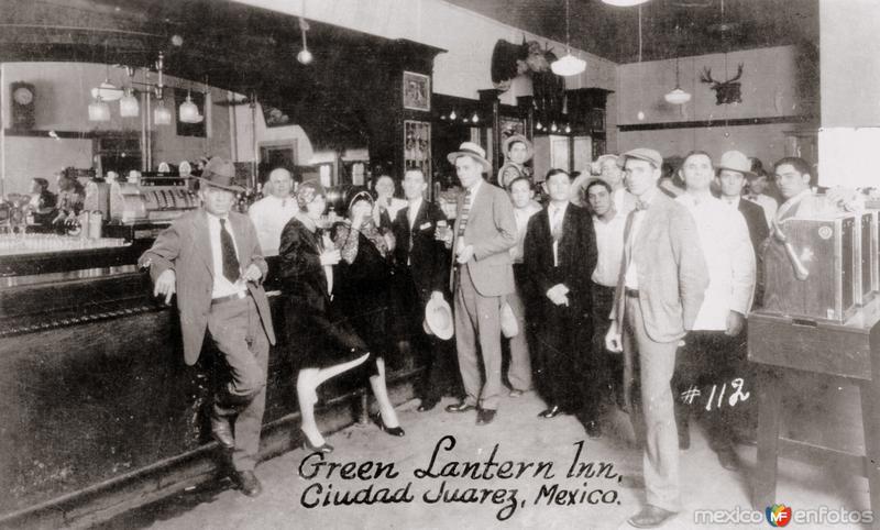 Interior del bar Green Lantern