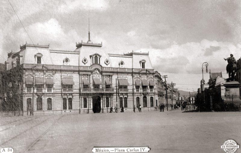 Plaza Carlos IV (Avenida Juárez y Paseo de la Reforma)