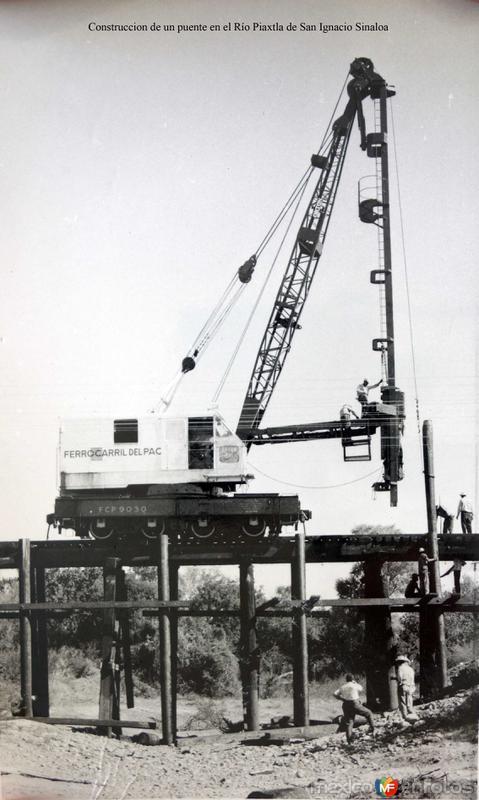 Construccion de un puente en el Río Piaxtla de San Ignacio Sinaloa