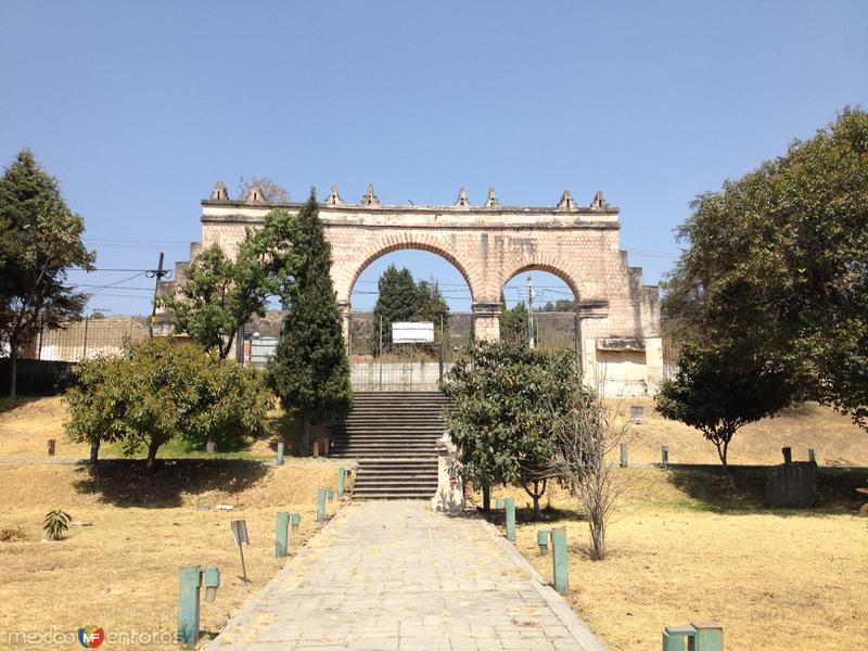 Arcos de la entrada al ex-convento de San Francisco (siglo XVI). Febrero/2017