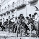 Revolucionarios en la calle Aduana