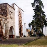 Ex-convento de San Francisco con su capilla abierta, siglo XVI. Tzintzuntzan, Michoacán