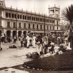 El Z�calo y el Ayuntamiento del Distrito Federal (circa 1920)