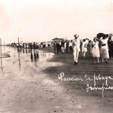 Paseos por la Playa Hacia 1930