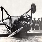 Accidente aéreo del piloto norteamericano Charles Lindbergh, en 1929 (foto 2)