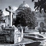 Iglesia y fuente Hacia 1945