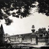 La Alameda y puerta Hacia 1945