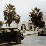 A un costado del Jardin Hacia 1945