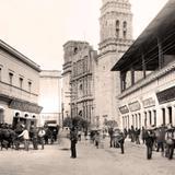 Zacatecas, calle principal y mercado, al fondo la Catedral