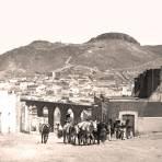 Zacatecas, vista con arriero, acueducto y Cerro de la Bufa