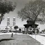 KIOSKO Y LA IGLESIA HACIA 1945