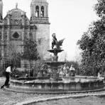 Fuente en la Plaza de Armas (por William Henry Jackson, c. 1888)