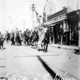 Gral. Roque Gonz�lez y otros revolucionarios entrando en Ciudad Ju�rez (Bain News Service, c. 1913)