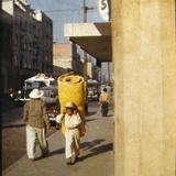 VENDEDOR DE PETATES Escena callejera Hacia 1945
