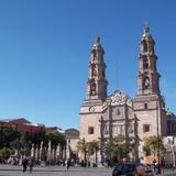 Catedral Basílica, Plaza de la Patria.