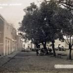 ESCENA EN LA PLAZA Hacia 1930