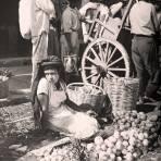 TIPOS MEXICANOS Vendedora de Cebollas en Oaxaca hacia 1945