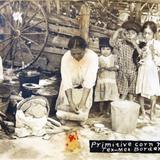 TIPOS MEXICANOS ESCENA MOLIENDO NIXTAMAL Circa 1914