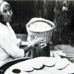 TIPOS MEXICANOS TORTILLERA por el fotografo MANUEL CARRILLO Circa 1945