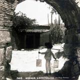 TIPOS MEXICANOS AGUADOR en el BARRIO DE XOCHIMILCO por Hugo Brehme CIRCA 1930