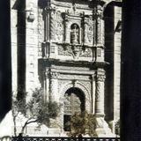 A UN COSTADO DE LA CATEDRAL Circa 1930-1950